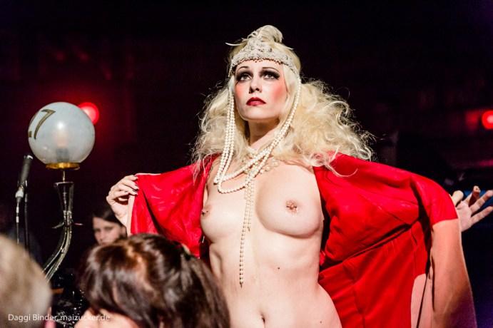 Julietta La Doll. Foto di Daggi Binder.