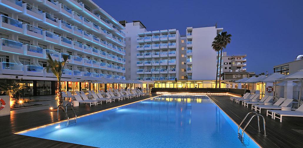 Hotel mit Schwimmbecken nach Umbau