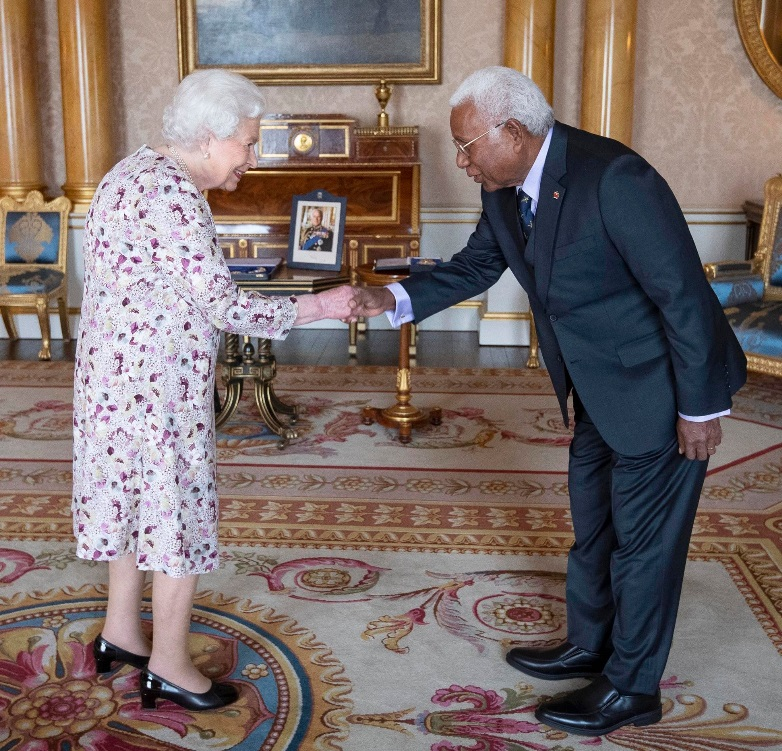 HRH Queen Elizabeth II and Sir David Vunagi