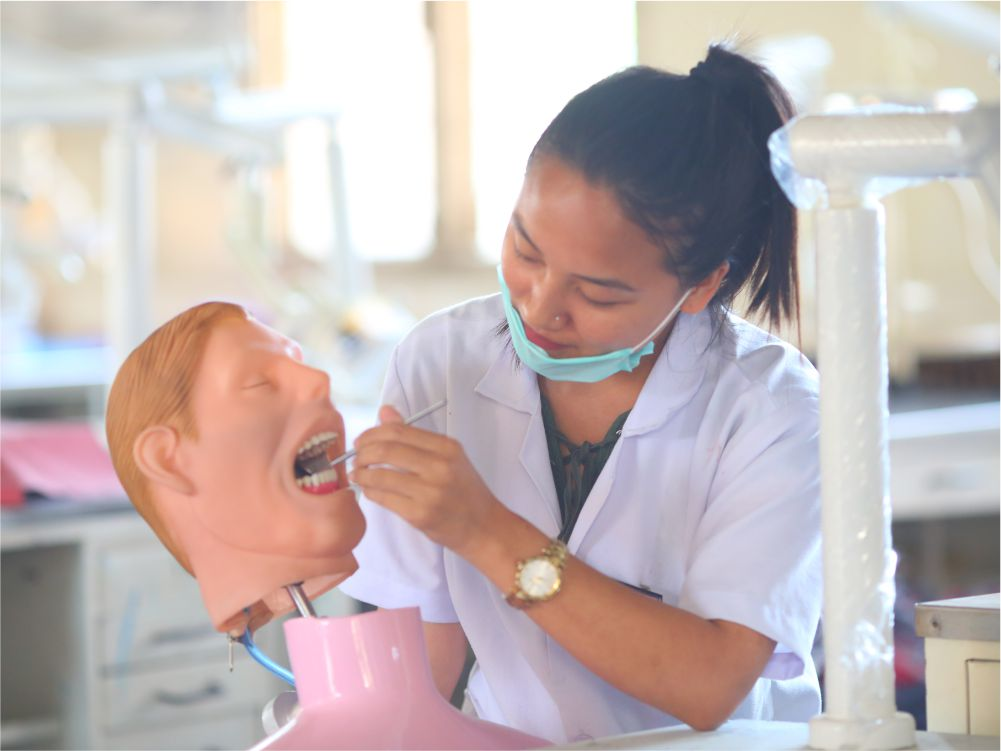 Pre Clinical Conservative - Postgraduate students train and  treat patients on basic and advanced restorative and endodontic procedures including surgical endodontic  and the use of surgical microscopeLab