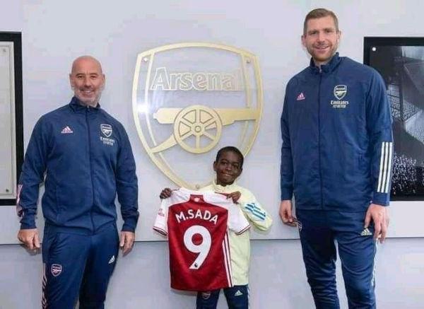 Munir Sada signs for Arsenal 2