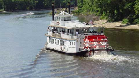 paddelford riverboat cruise on the water