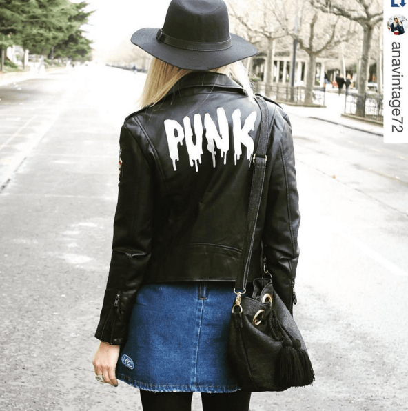 Anavintage blogger and our jeans bucket