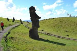 モアイ像で人気のイースター島へのアクセス