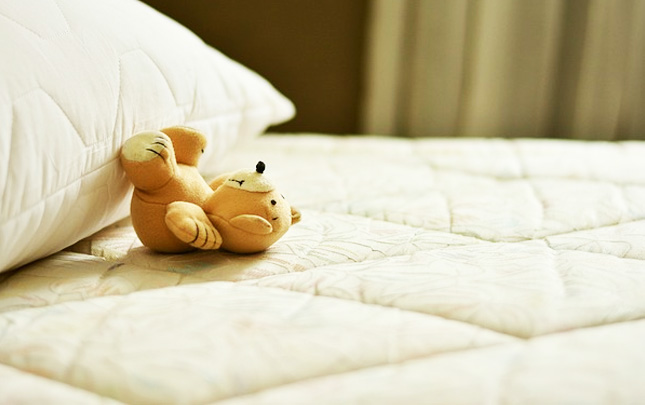 Dormire su un materasso troppo rigido. 7 Indizi Per Capire Quando E Il Momento Di Cambiare Il Materasso Mobel