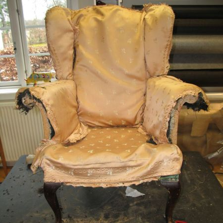 Lænestol renoveres på Møbelværkstedet i Osted