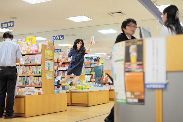 foto levitasi natsumi hayashi 2
