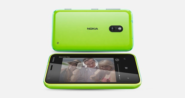 Nokia Lumia 620 Front and Back View