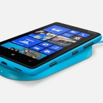 Nokia Lumia 820 Side View