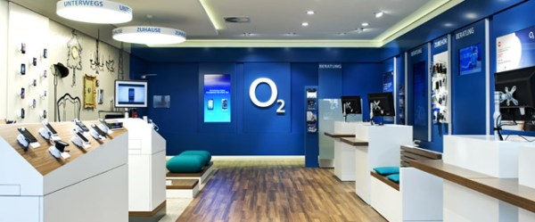 interaktive schaufenster erste o2 shops werden aufger stet video. Black Bedroom Furniture Sets. Home Design Ideas