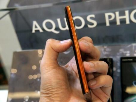 Sharp Aquos Phone 104SH Android (9)