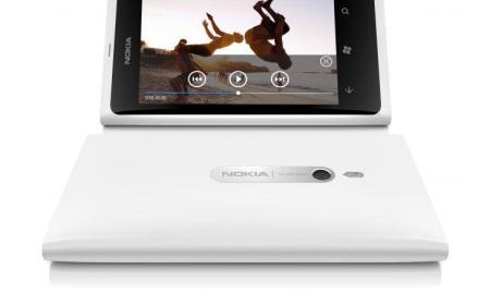 700-nokia-lumia-800-white-video-screen