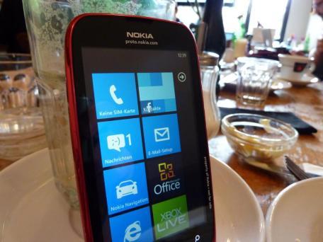 Nokia Lumia 610 (3)