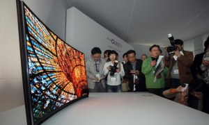 Curved_OLED-TV_1 7