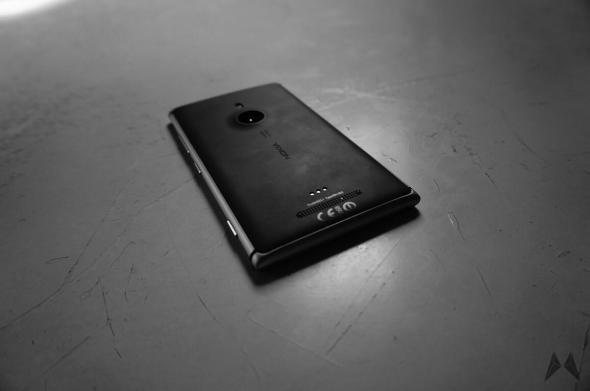 nokia_lumia_925_black_back