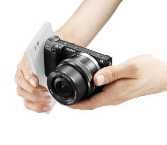 NEX-5T_hand_NFC_zps36a679d3
