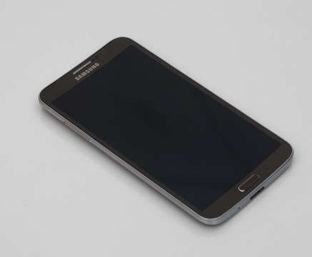 samsung-galaxy-round-unboxing-pic3