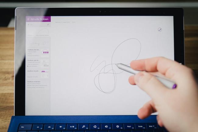 Microsoft Surface 3 Pro - Eingabestift im Einsatz
