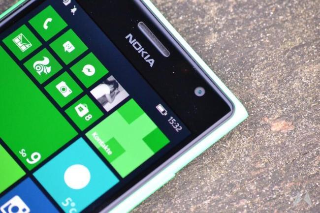 Nokia Lumia 735 06