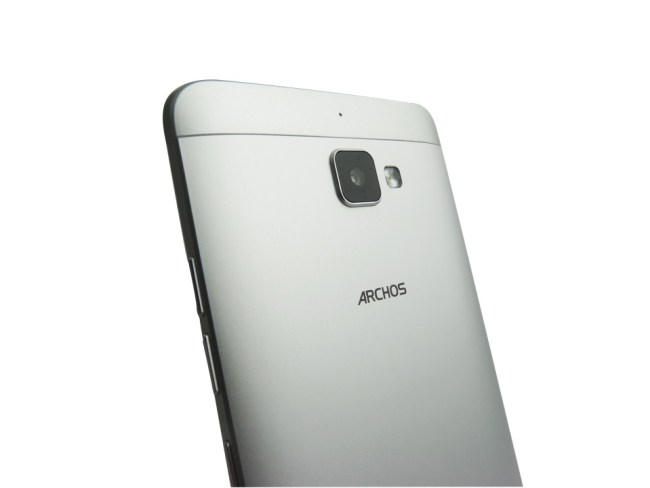 ARCHOS-Diamond-Plus-pers-back