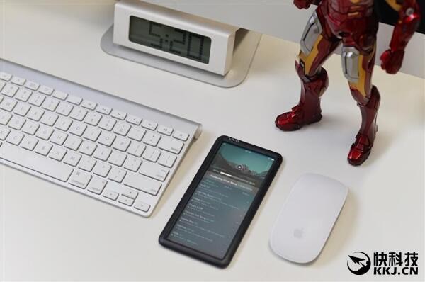 Vivo Transparent Display liegend neben Computer