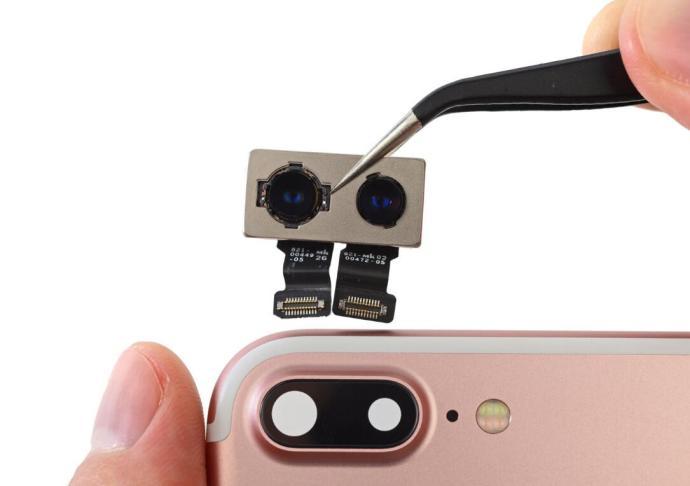Die Dual-Kamera des Apple iPhone 7 Plus - Bild: iFixit