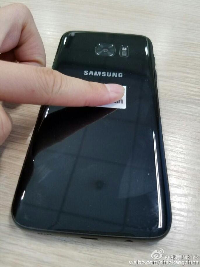 samsung-galaxy-s7-edge-glossy-black-leak1