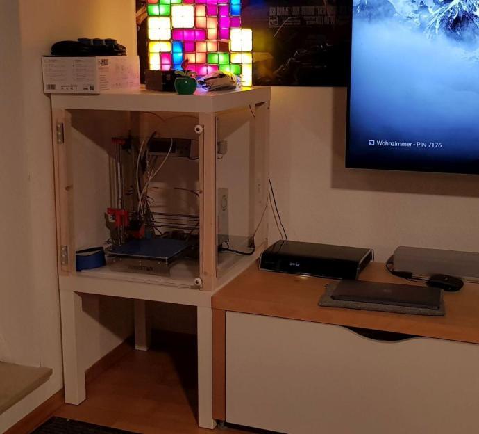 ikea hack lack tische werden zum druckerregal. Black Bedroom Furniture Sets. Home Design Ideas