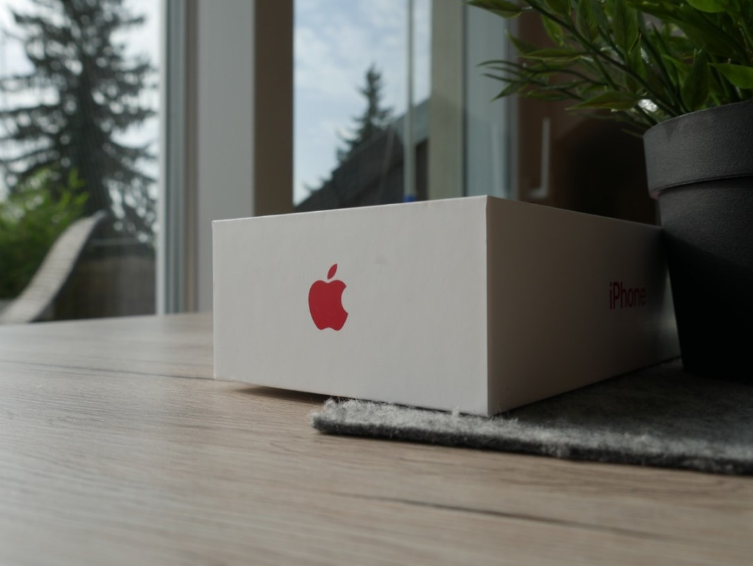 Apple Iphone 8 Red Unboxing3