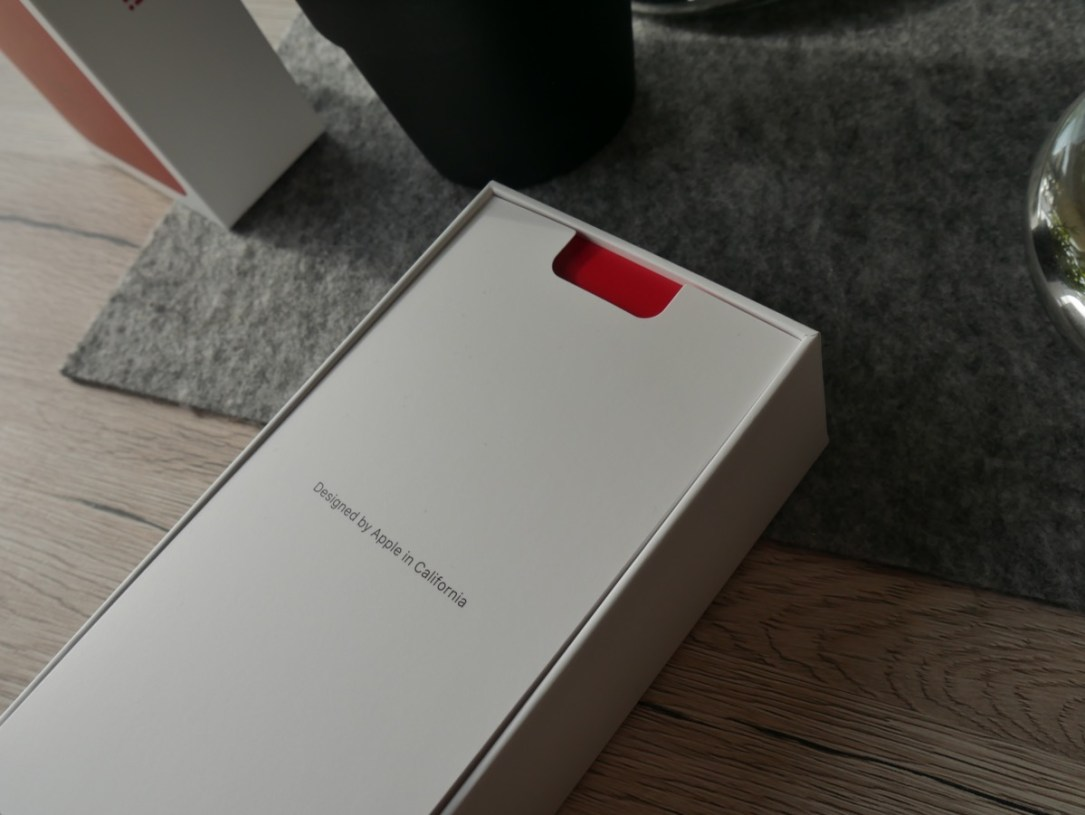 Apple Iphone 8 Red Unboxing4