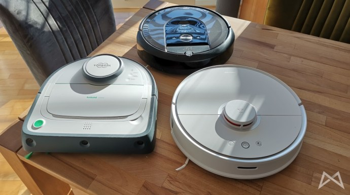 Roborock S50 suction and cleaning robot in the test