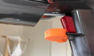 Dyson V11 Schalter Fixierung2
