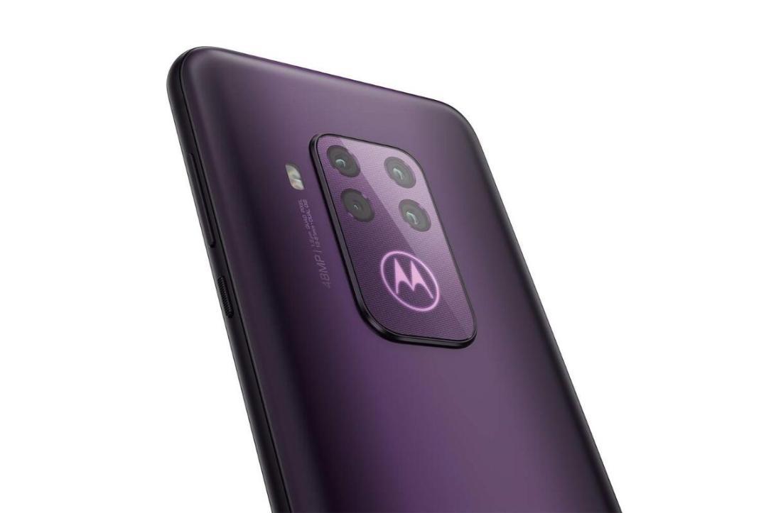 Motorola One Zoom Header