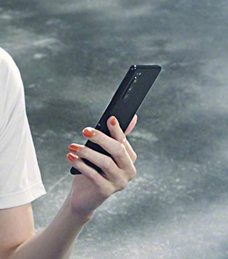 Sony Xperia 2 Leak Hand