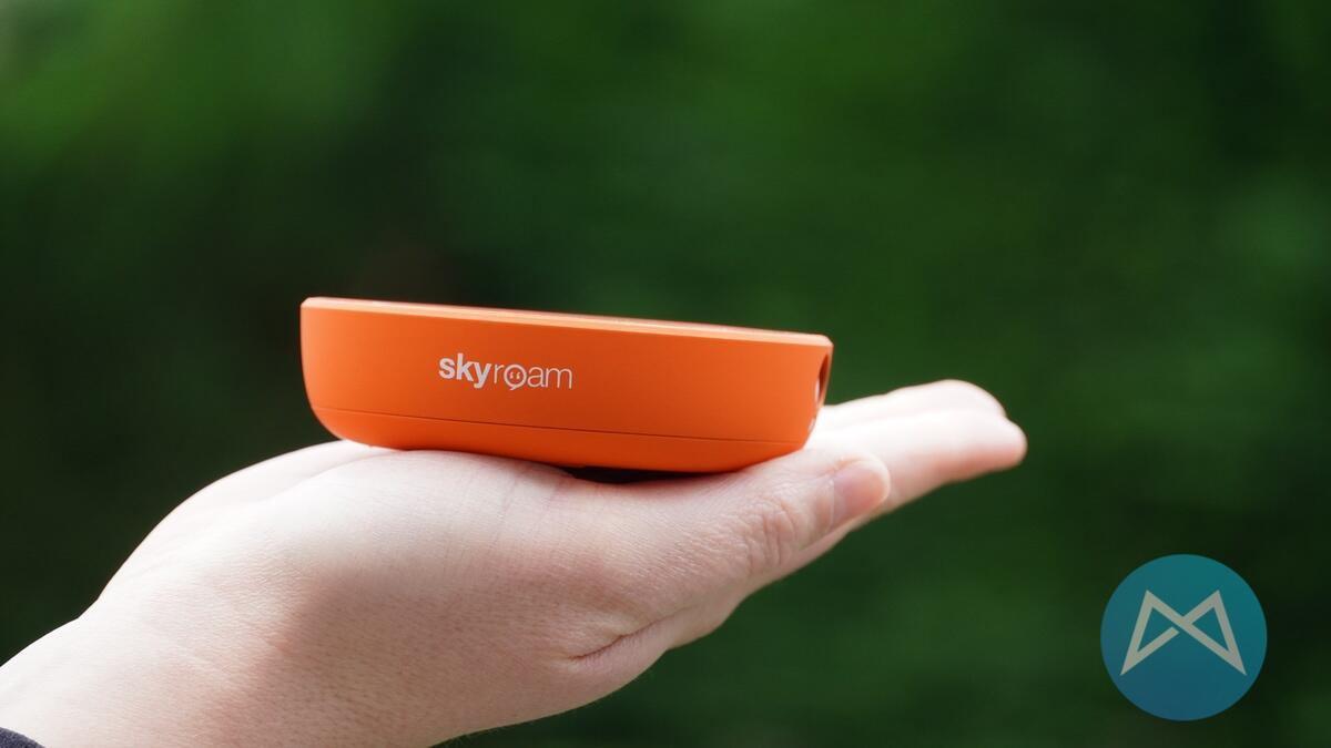 Skyroam Solis X Hand