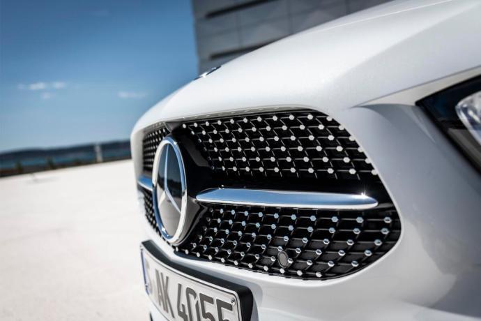 Mercedes Benz Daimler Logo Header