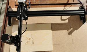 Lasermaster Auf Holzbrett Und Modifikation In Der Laenge Vor Verbesserung Des Kabelmanagements