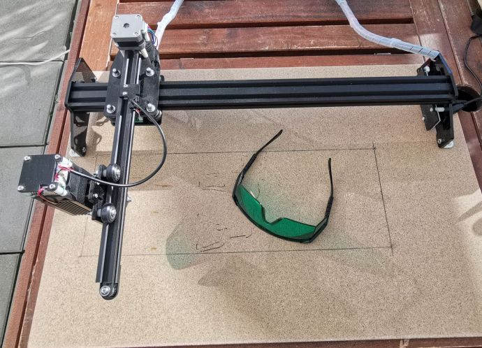 Lasermaster Auf Holzbrett Und Modifikation In Der Laenge
