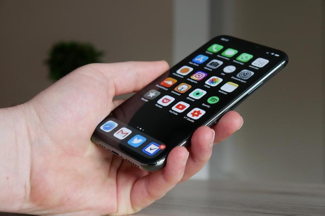 Apple Iphone 11 Pro Hand