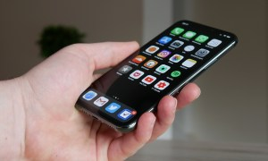 Apple Iphone 11 Pro Hand