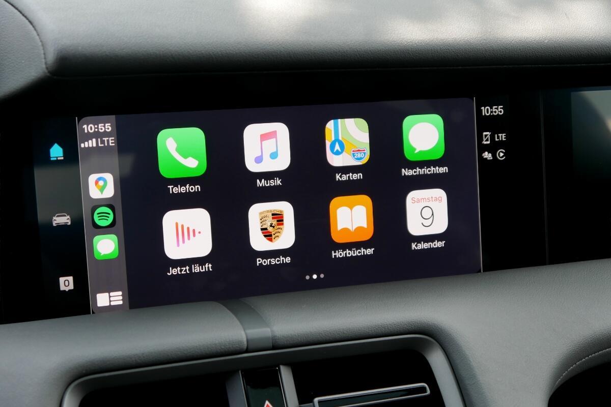 Porsche Taycan Turbo S Display Carplay