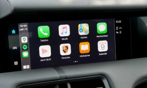 Porsche Taycan Turbo S Display Carplay