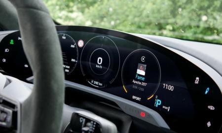 Porsche Taycan Turbo S Display Fahrer