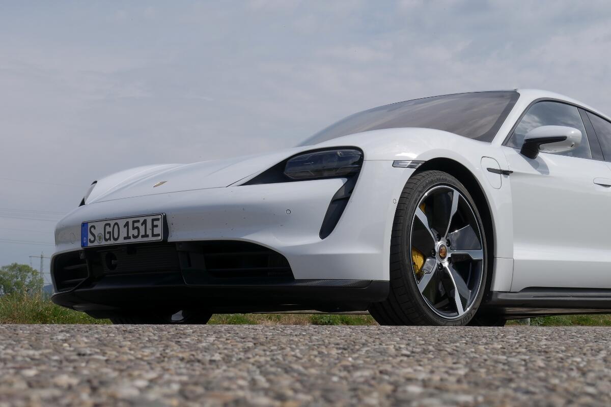 Porsche Taycan Turbo S Front Side Header