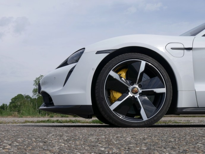 Porsche Taycan Turbo S Wheel Header