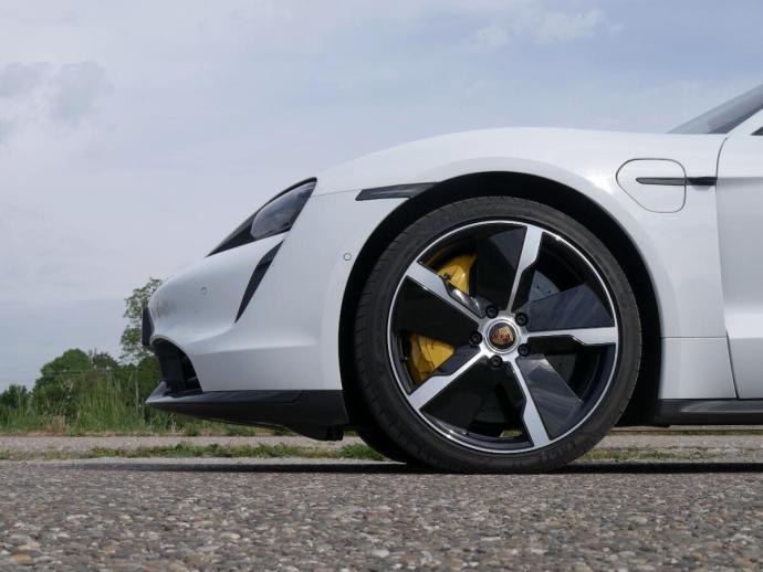 Porsche Taycan Turbo S Wheel Header