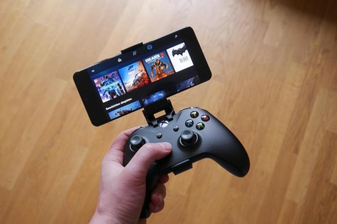 Microsoft Xcloud Hand Header
