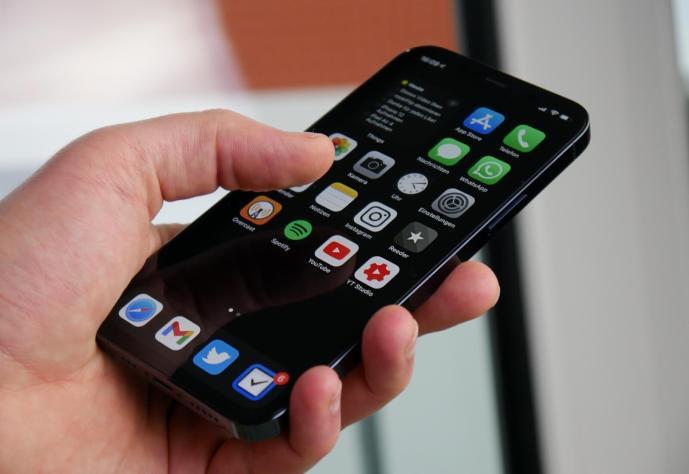 Apple Iphone 12 Pro Hand Header