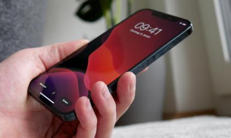 Apple Iphone 12 Pro Hand Rot