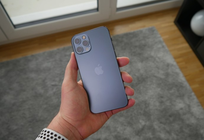Apple Iphone 12 Pro Hand